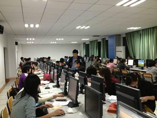 ...计算学院机房全力支持全院12级新生上机练习课 计算机与计算...